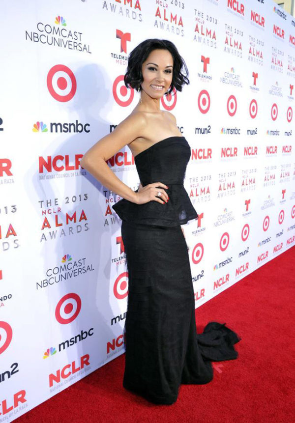 Jael de Pardo wears ring at Alma Awards